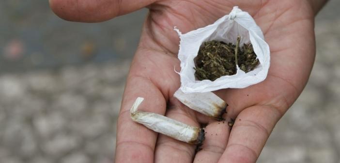 Porte de Drogas Legalização Maconha Mão